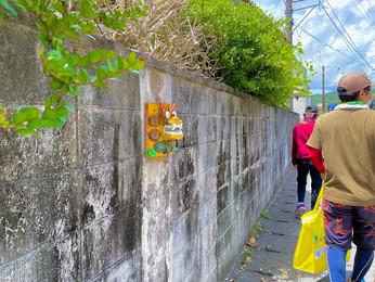 壁からシーサー(うぷらシーサー通り)