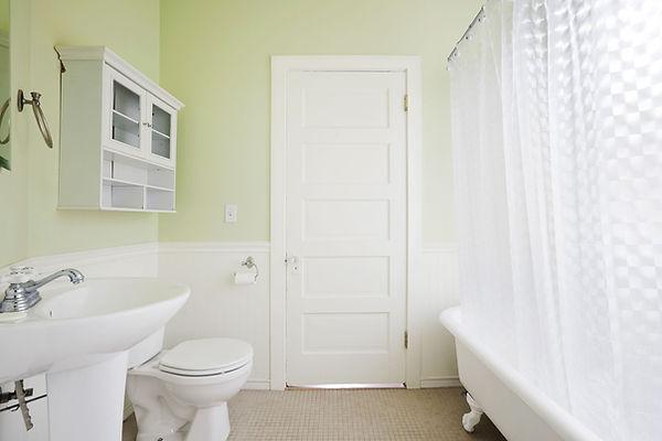 1426714591-clean-bathroom-faster-de.jpg
