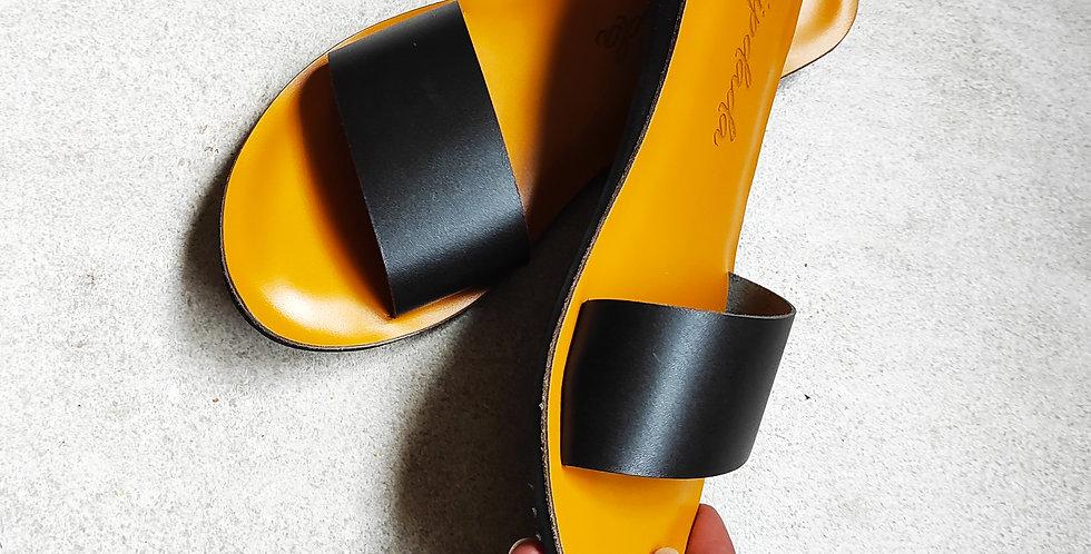 Kendi Sandals (black)