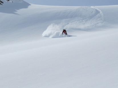ski-emg-Powder skiing in St Anton