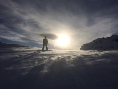 ski-emg-Snowboarding on a stormy day