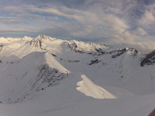 Ski-emg-View over the mountains