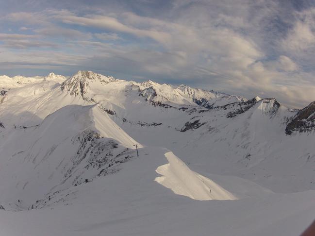 Ski-emg-View over the mountains