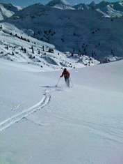 ski-emg-Powder skiing in Lech