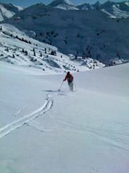 ski-emg-Powder skiing in Lech