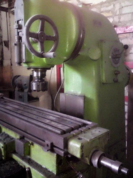 Ф250 (аналог 6Р81Ш) вертикально-фрезерный станок