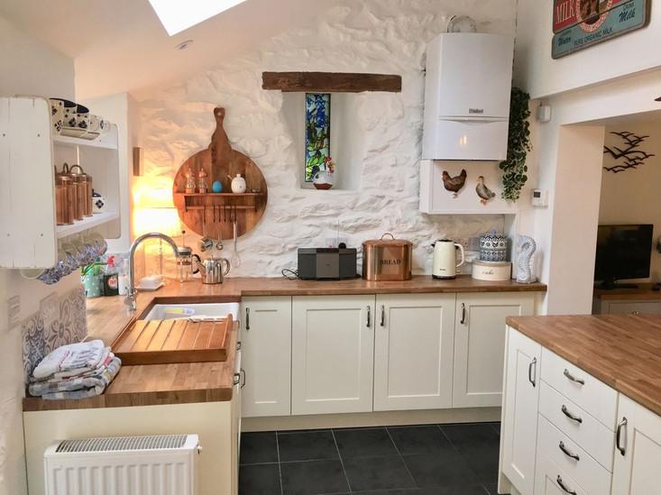 Min-Y-Ffordd Kitchen 2.jpg