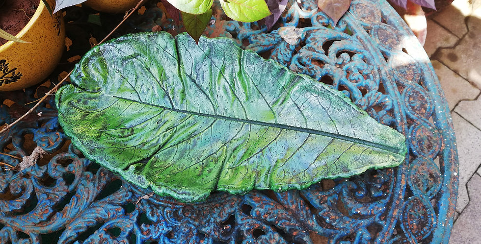 Concrete leaf green for garden or balcony decor