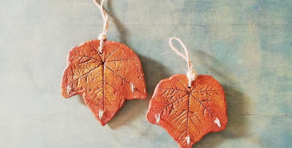 Concrete leaf hanger - single piece