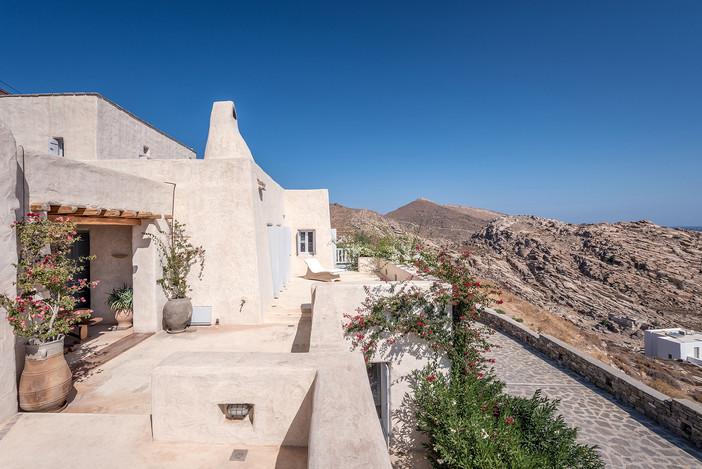Villa Elxis featured on Ellinikes Kataskeves