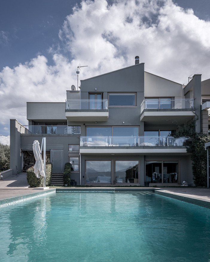 Photo shoot of the day - Stolla Residence by Nikos Mourikis