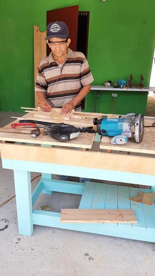 """Muebles Don Giño: """"Los clientes sueñan y se vuelven un arte en madera"""""""