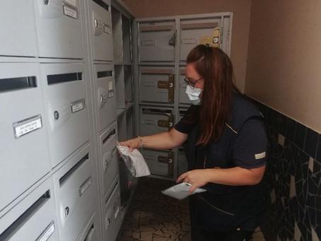 Covid-19 : des facteurs distribuent gratuitement des masques à des foyers précaires