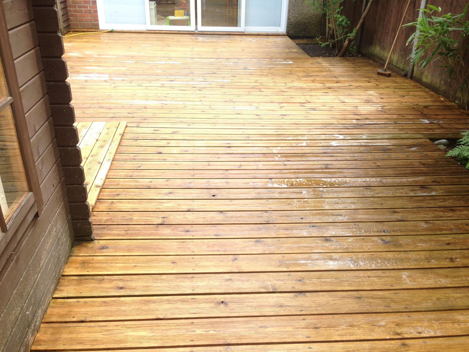 DECKING CLEANING AND TREATING DECKING OILING DECK CLEANING IN BANBURY OXFORD DECKING CLEANING NORTHAMPTON DECKING CLEANERS DECKING CLEANING BRACKLEY