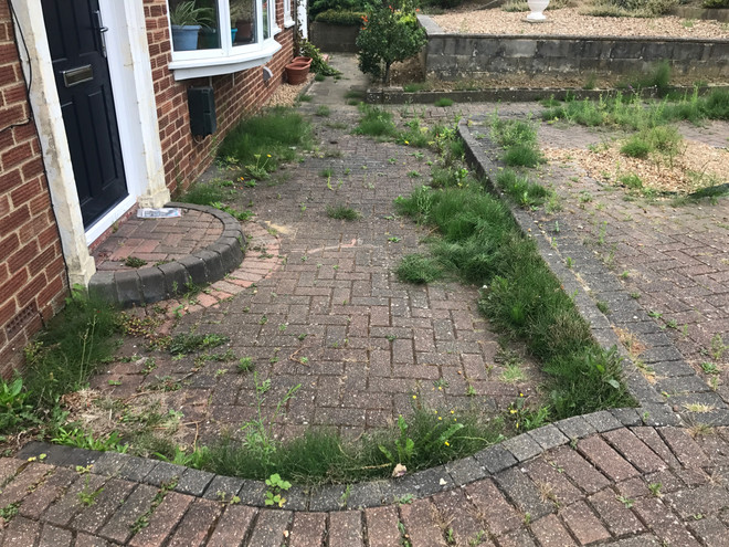 DRIVEWAY CLEANING AND TREATING EASTBOURNE