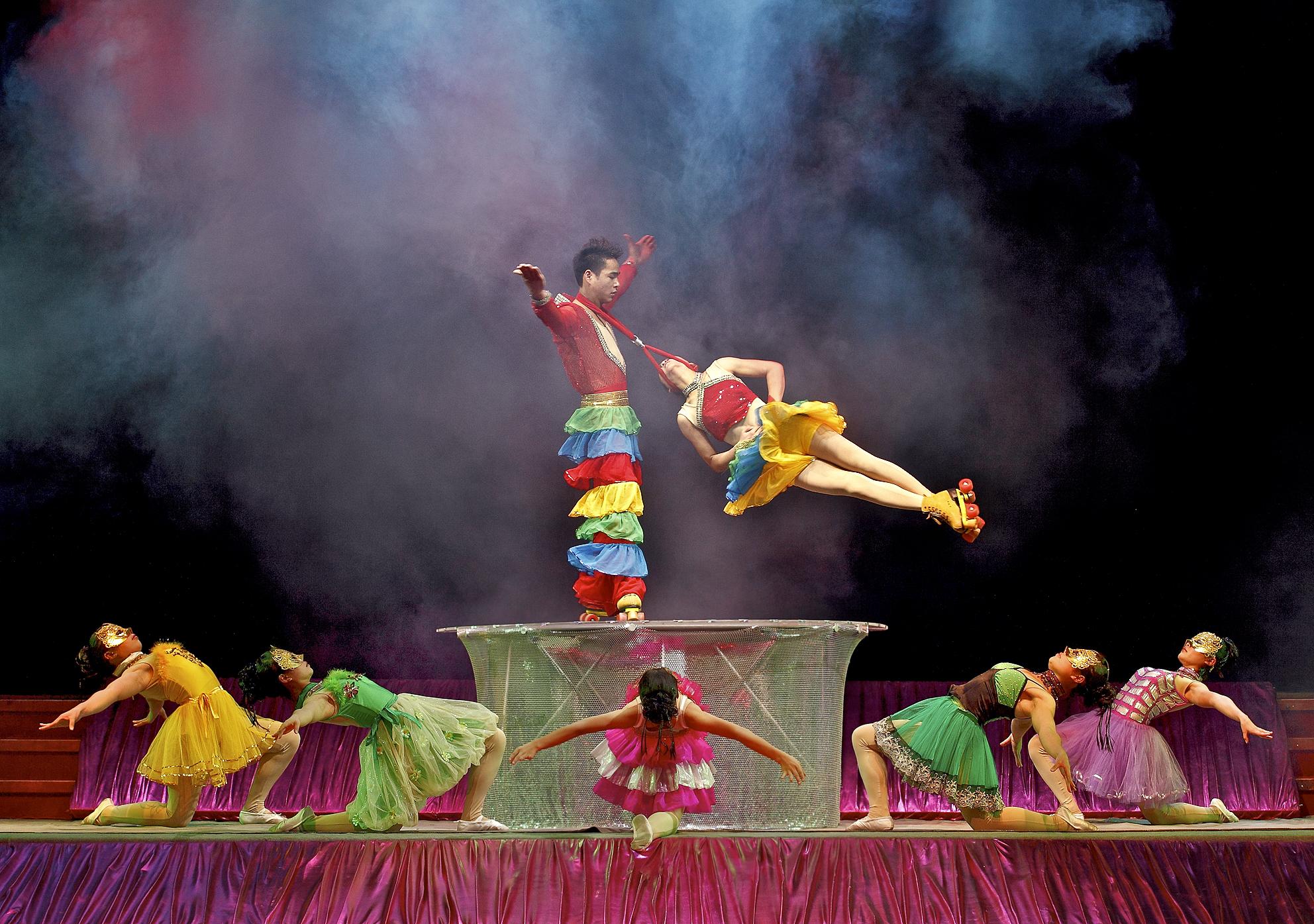 Cirque Shanghai 2010- Rollorskate Pose 1