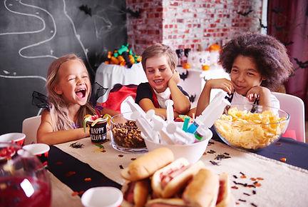 storyblocks-kids-in-halloween-costumes-h