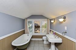 031_Upstairs Bathroom