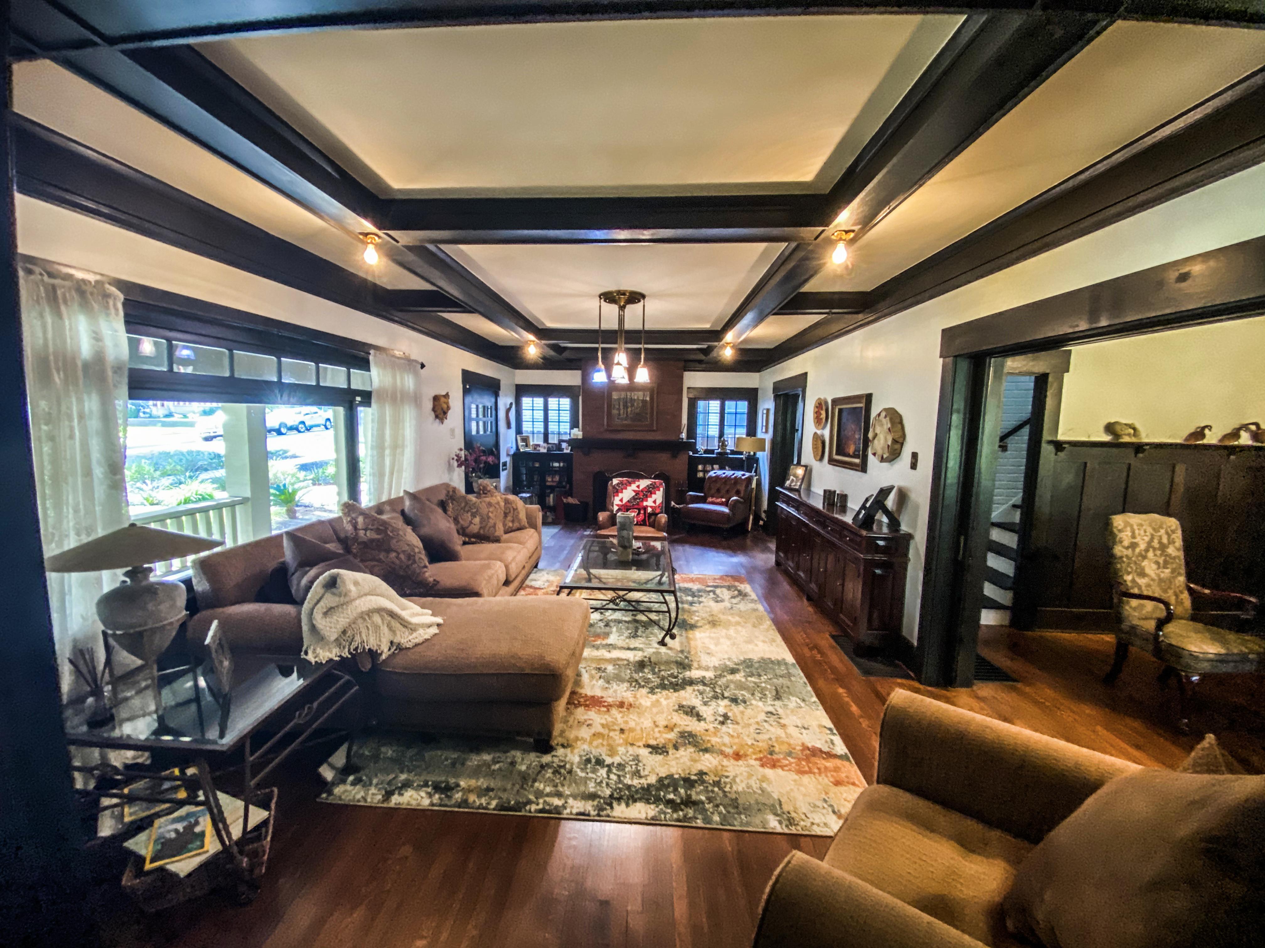 4465 5th St Livingroom