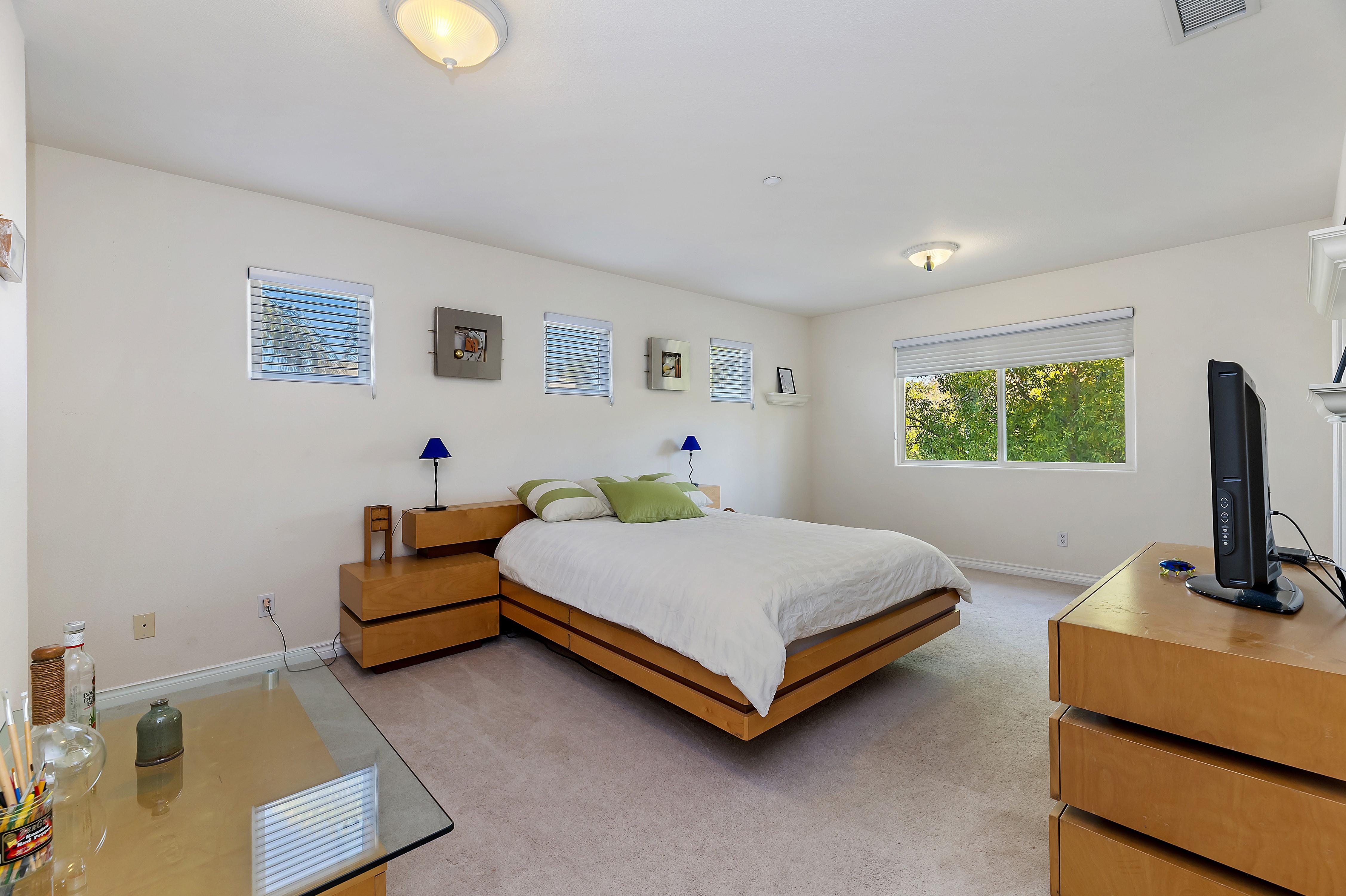 036_Bedroom