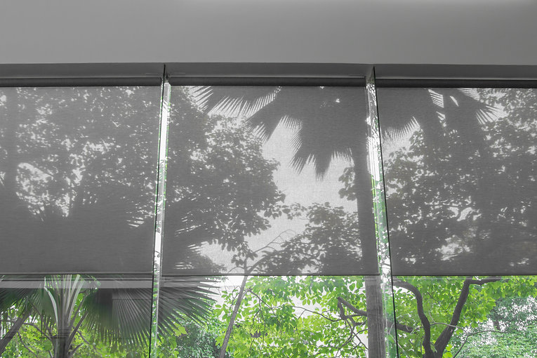 Smooth sheet blinds for protection from