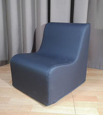 kids chair black.jpg