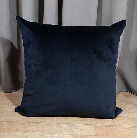 CUSHION VELVET BLACK.jpg