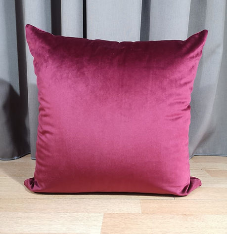 CUSHION VELVET BORDO.jpg
