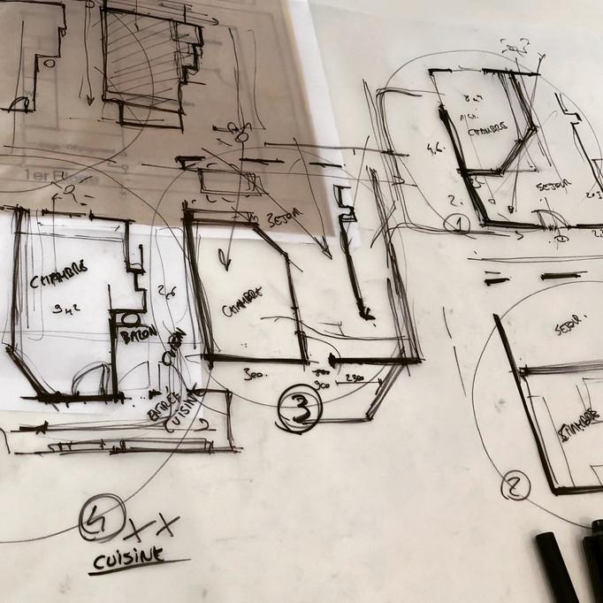 ESQUIZ, croquis de recherche sur calque. Pour un projet d'appartement Paris 16.