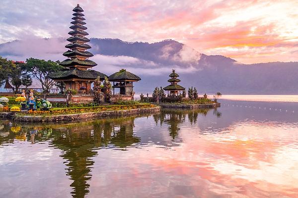 Ulun Danu Beratan Temple 2.jpg