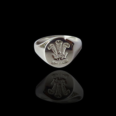 A silevre Welsh feathers gents ring