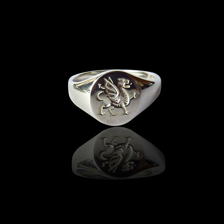 A silver Welsh Dragon signet ring for gents