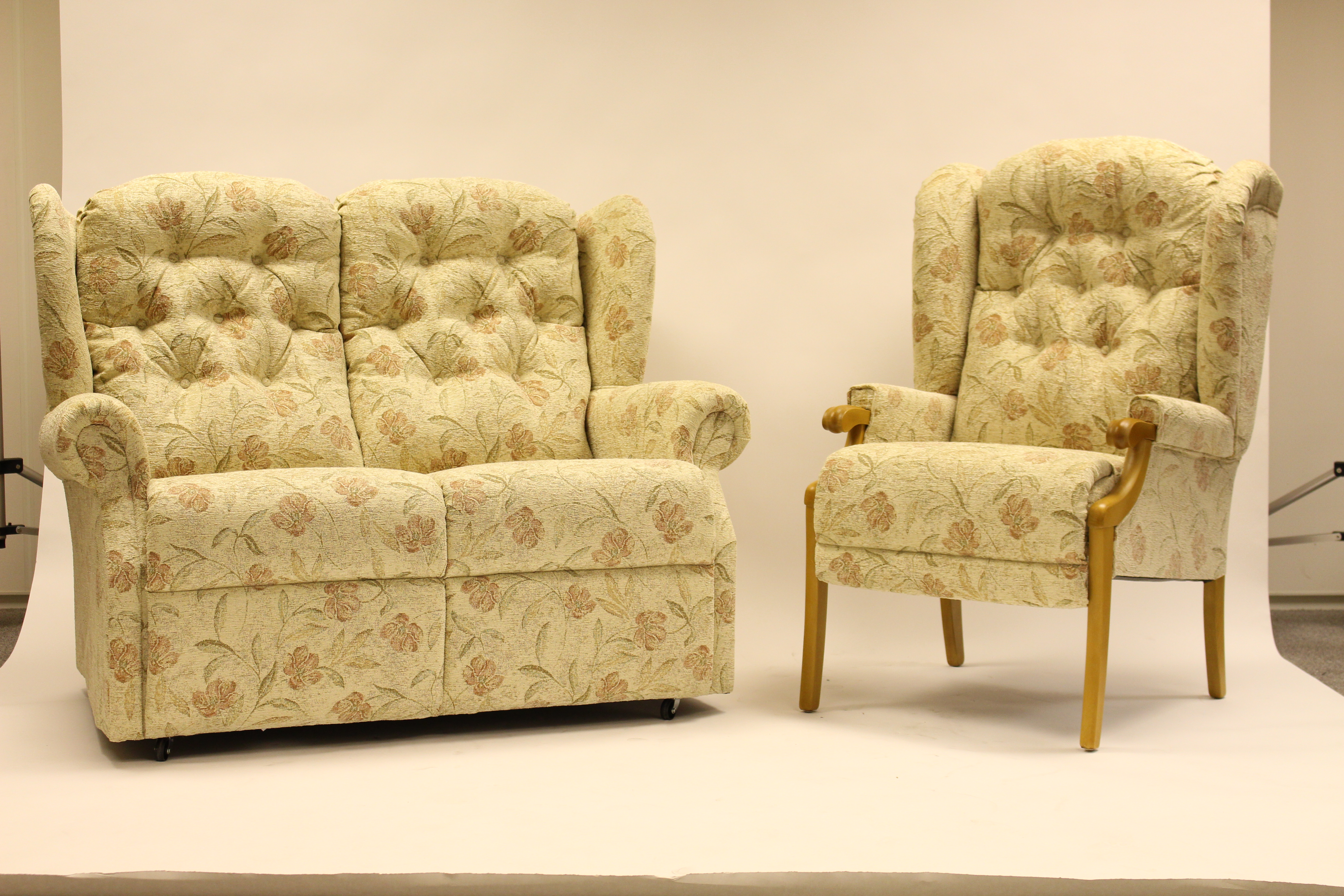 Abbey Uph 2 STR Sofa & Chair VN01