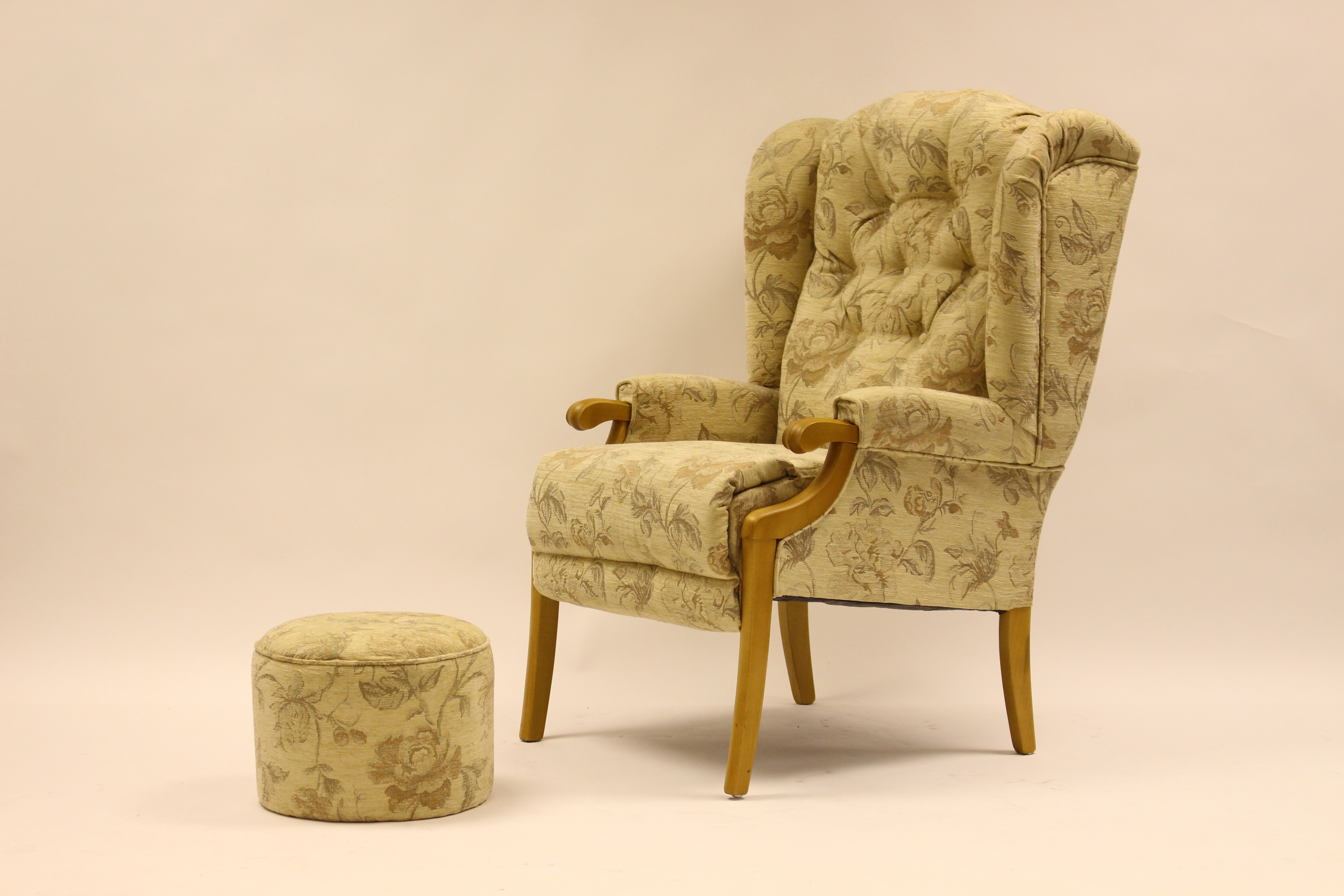 Abbey Showood Chair Teak & Round Pouffe Regent Cream