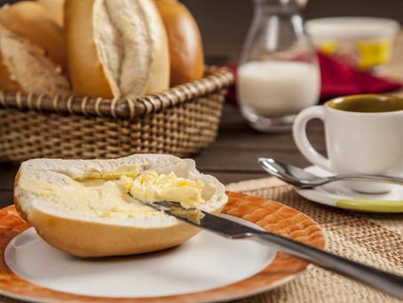 Tratamento precoce contra covid: 1 xícara de café + 1 pão francês