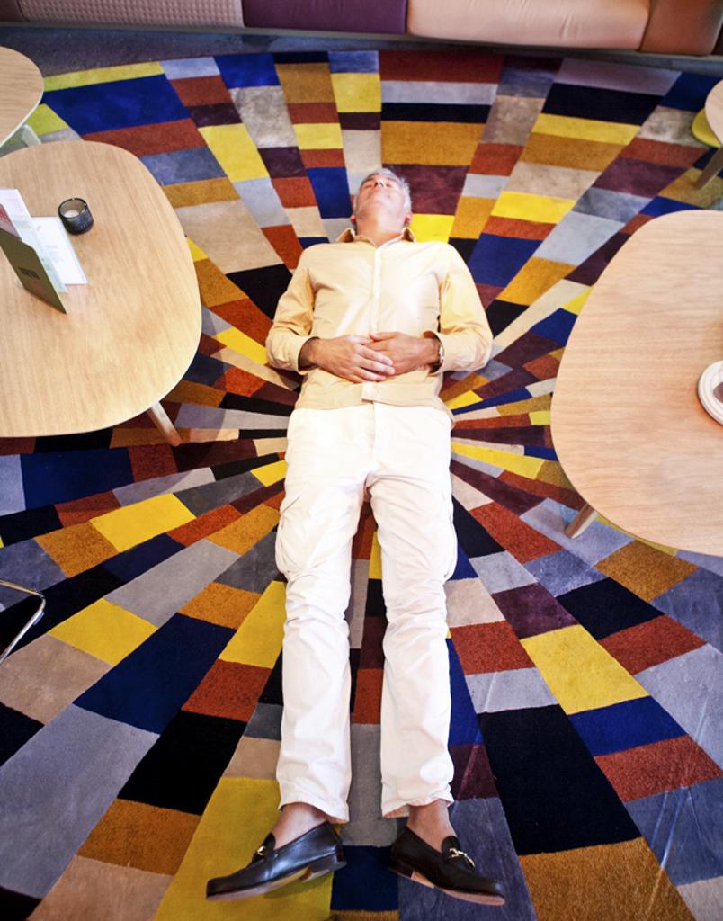 Alfredo Häberli lies on a carpet