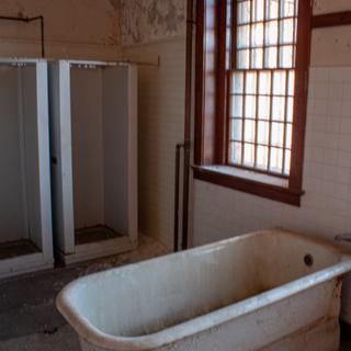 Tub in Wards