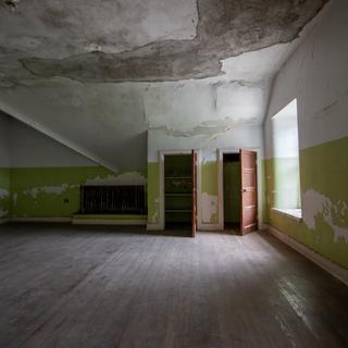 Ward T Room