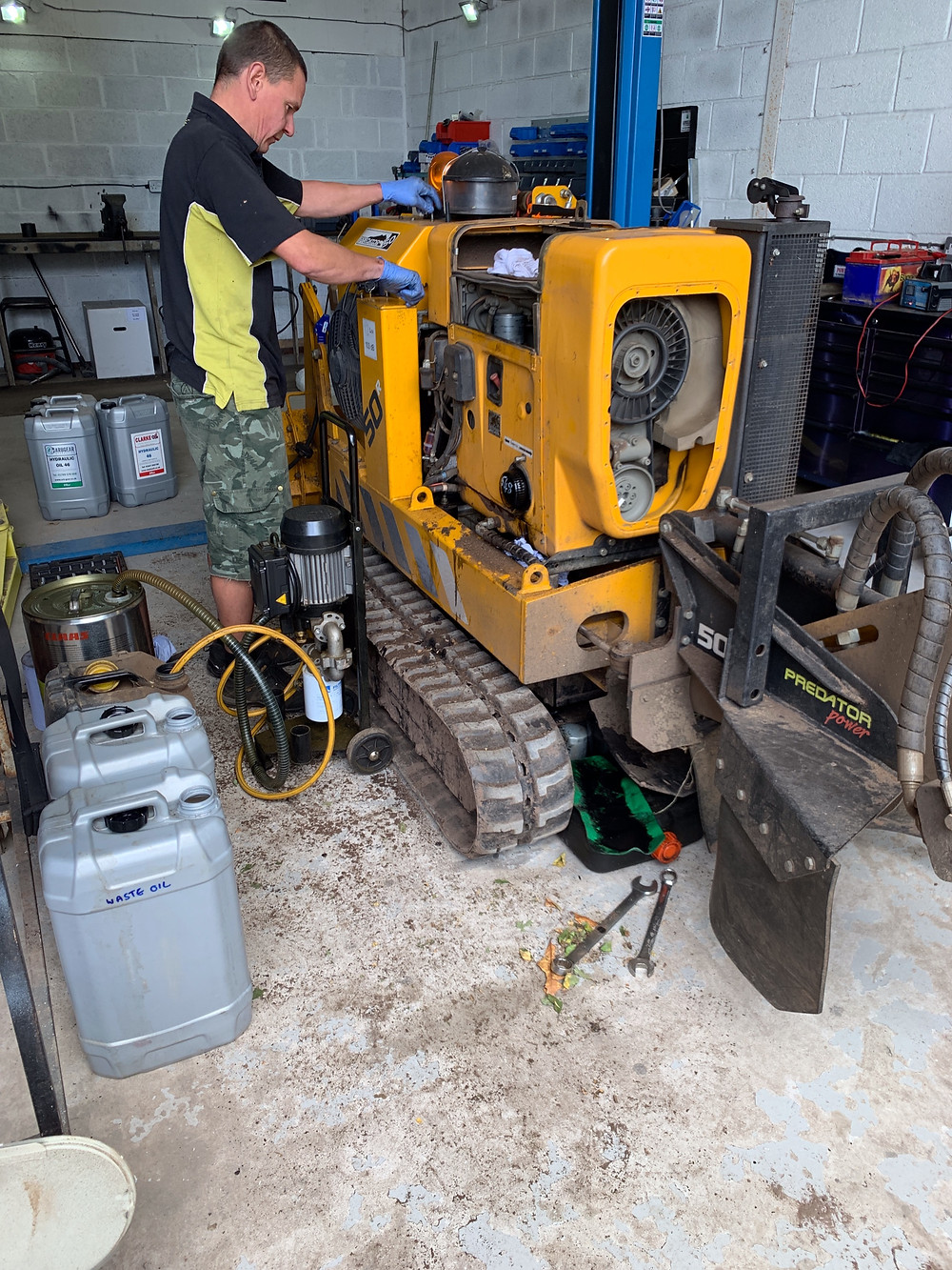 Stump grinder hydraulic oil, oils and fuel filters were replaced.