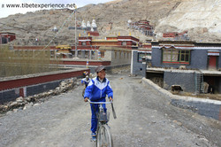 Тибет. На улицах поселка Сакья.jpg