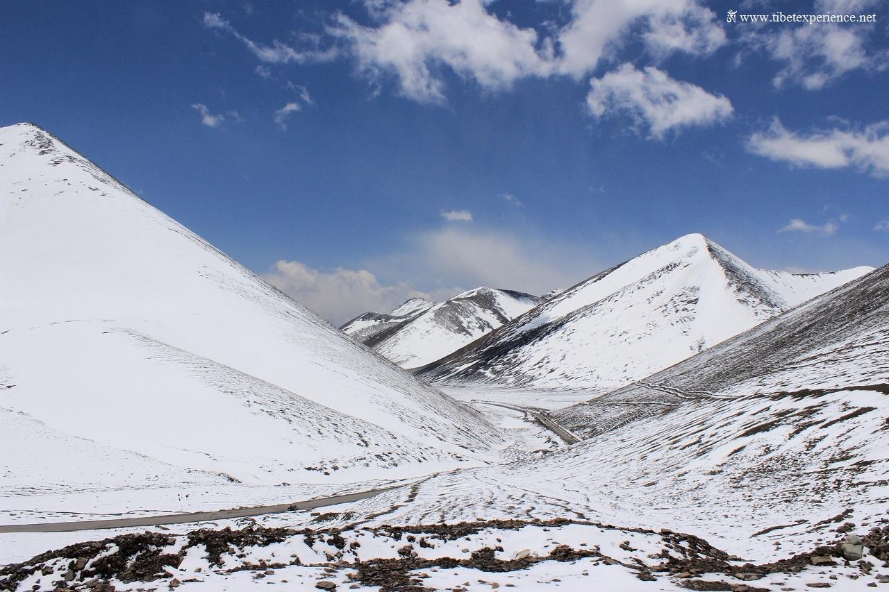 Перевал Лакен на высоте 5190 м.