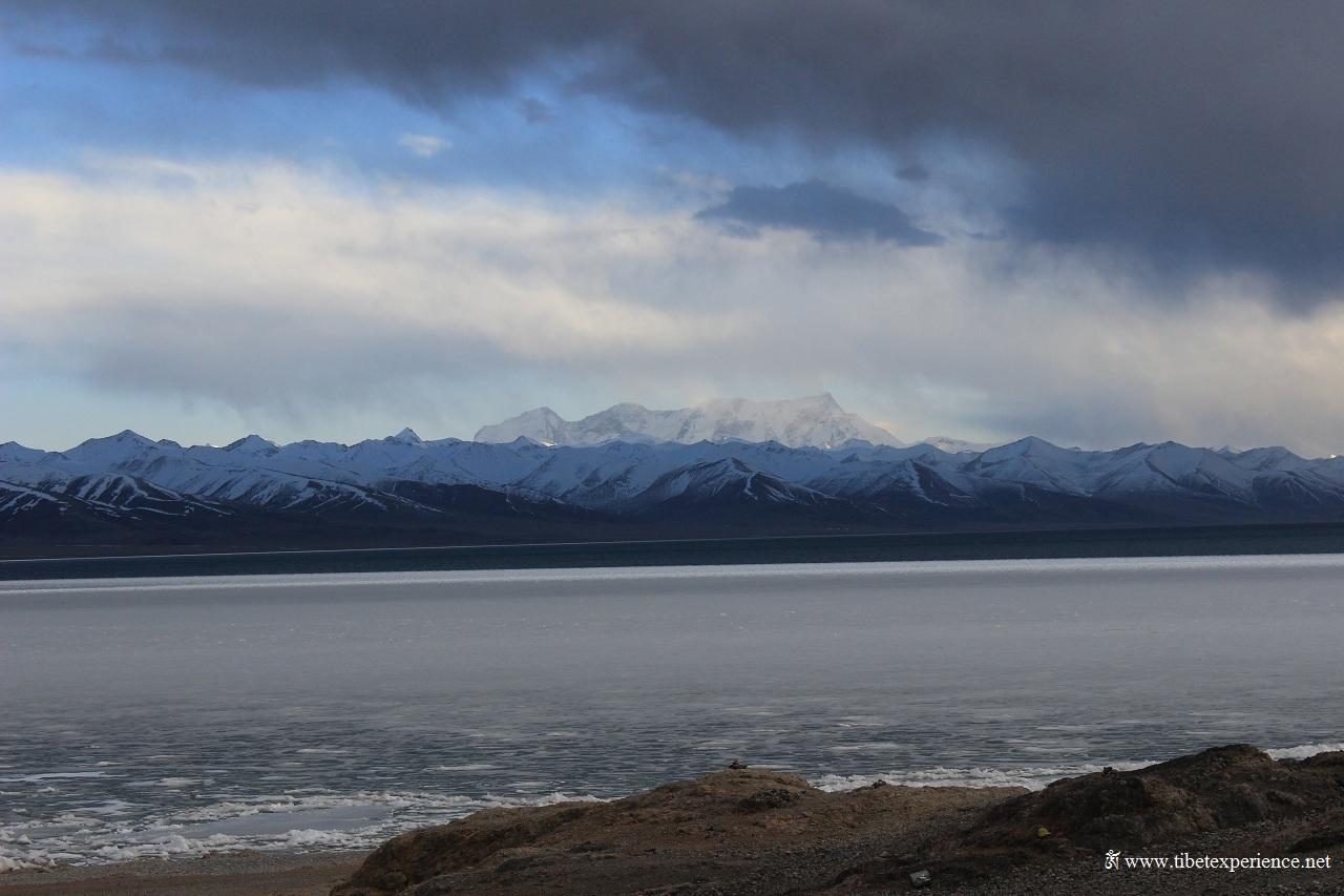 Озеро Намцо и горы Ньенчен-Тангла