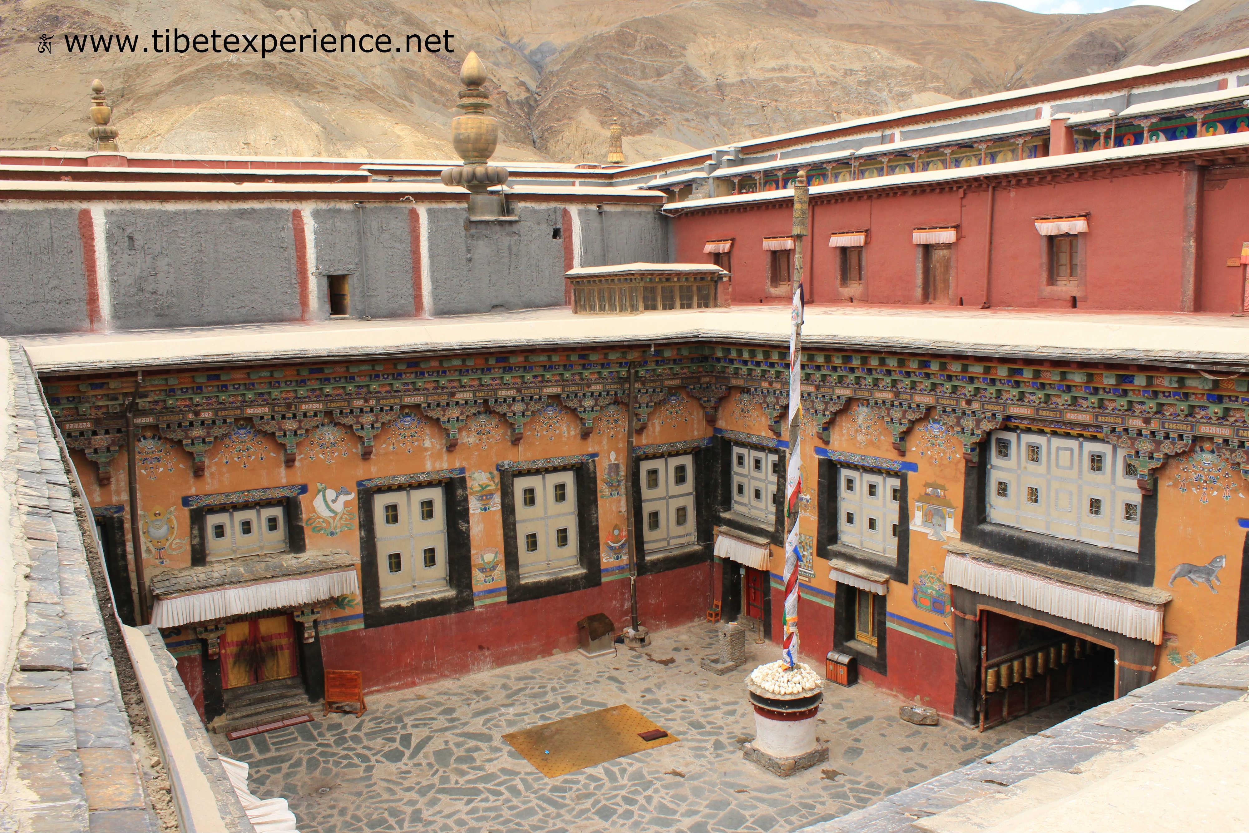 Тибет. Монастырь Сакья. Внутренний двор.jpg