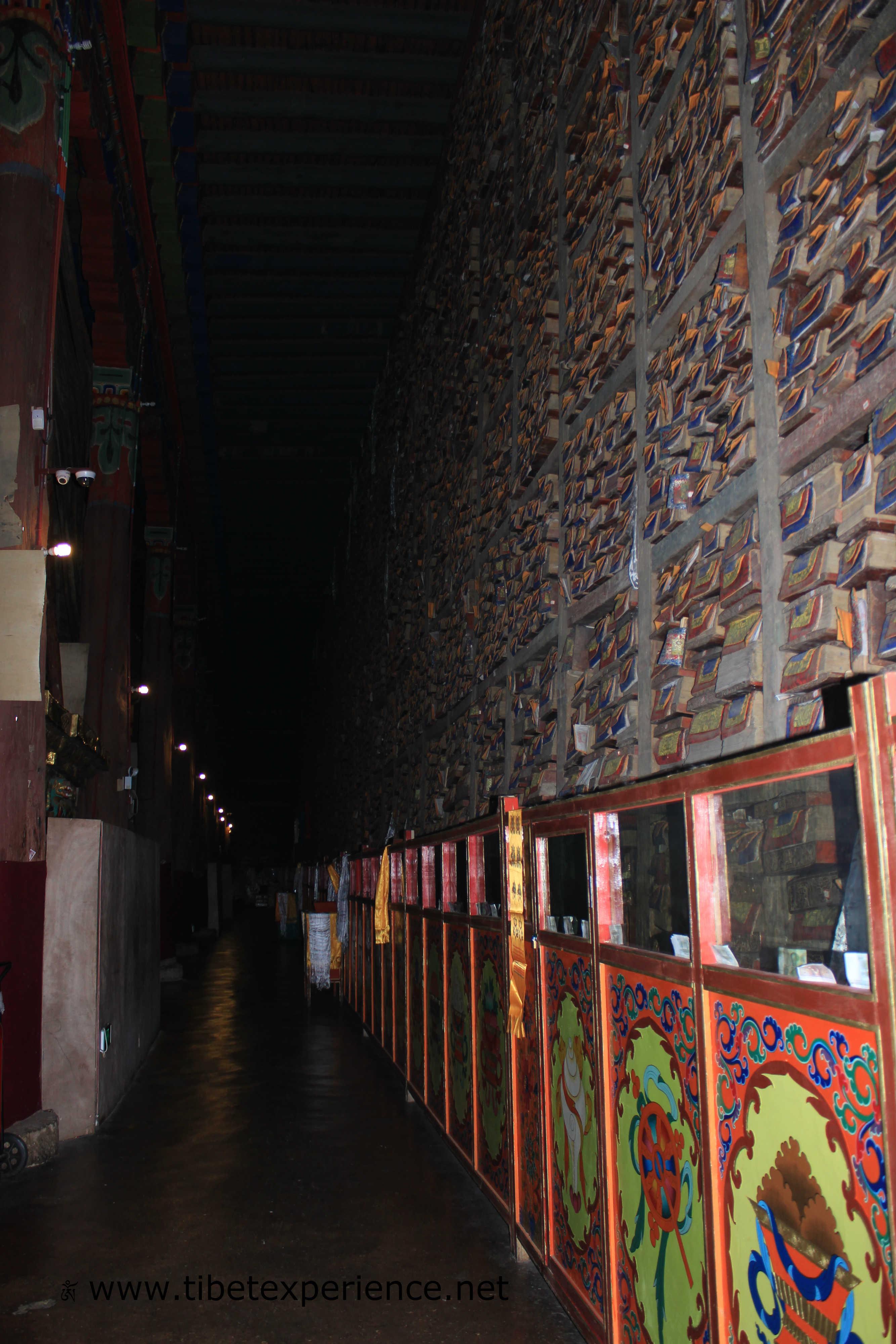 Тибет. Монастырь Сакья. Библиотека.jpg