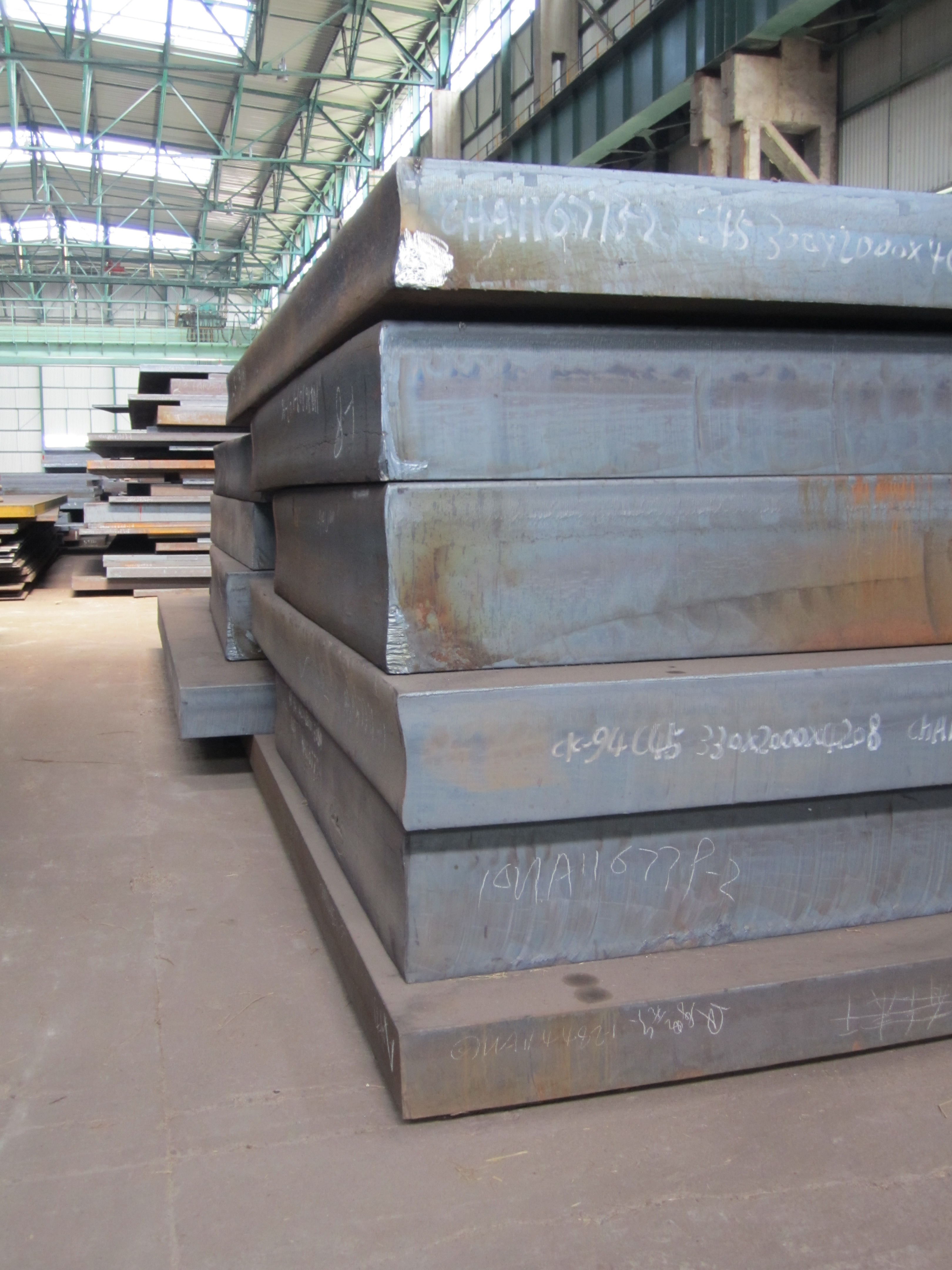 Heavy plates rolled from ingots