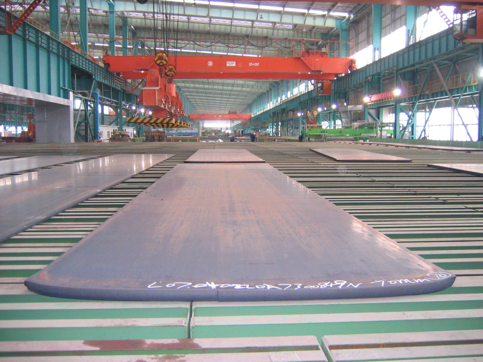 Heavy plates cooling bed