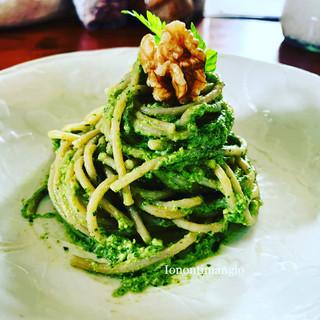Spaghetti integrali con pesto di sedano