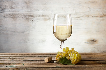 glass-of-white-wine-P8CG9U5.jpg