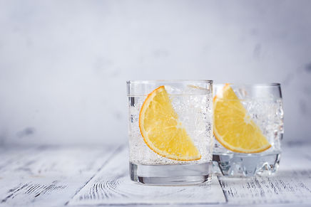 glasses-of-gin-and-tonic-A6CWLEH.jpg