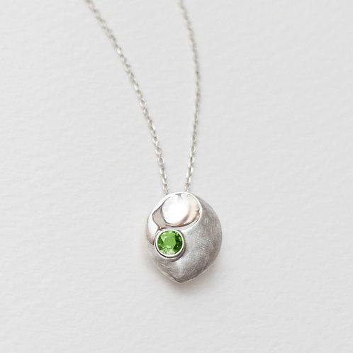 Peony Scoop pendant with Peridot